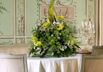 Flower arrangement in the Social Salon