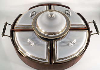Serving set with rotating tray