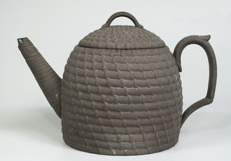 Teapot in the shape of a beehive